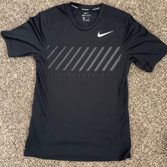 t shirt running nike